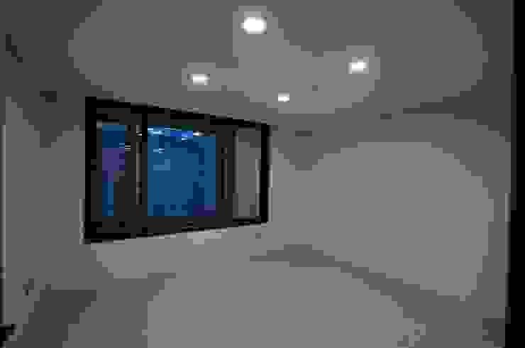 밝고 환하게 바뀐 40평대 아파트 인테리어 모던스타일 미디어 룸 by 씨엘하우스 모던