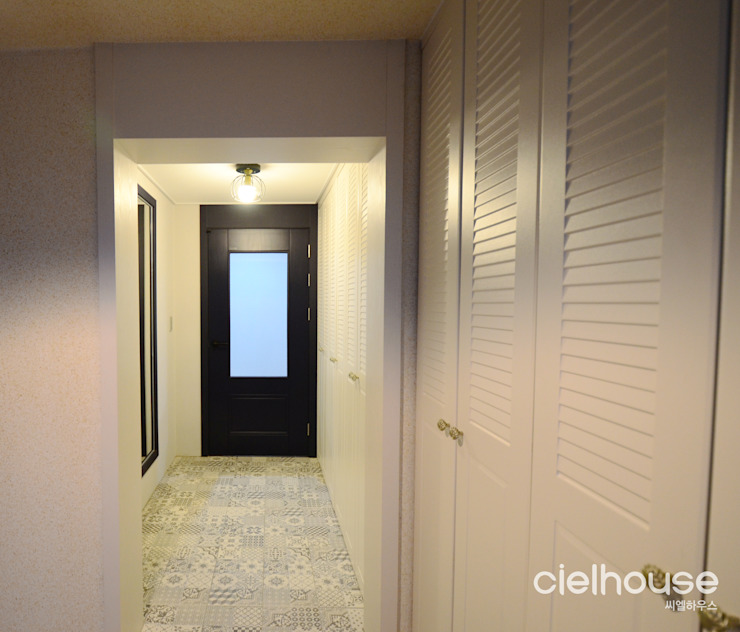 밝고 환하게 바뀐 40평대 아파트 인테리어 씨엘하우스 모던스타일 복도, 현관 & 계단 화이트