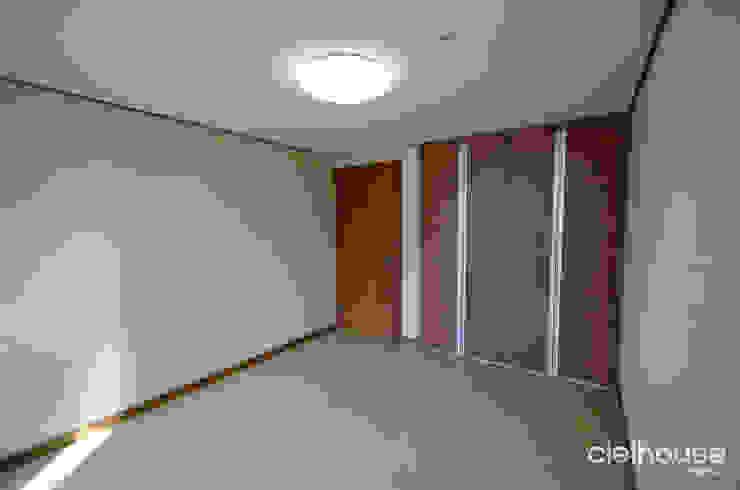 밝고 환하게 바뀐 40평대 아파트 인테리어: 씨엘하우스의 현대 ,모던