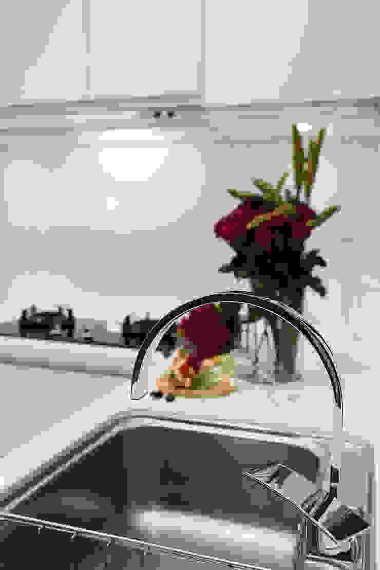透。劇 分享小品 現代廚房設計點子、靈感&圖片 根據 文儀室內裝修設計有限公司 現代風