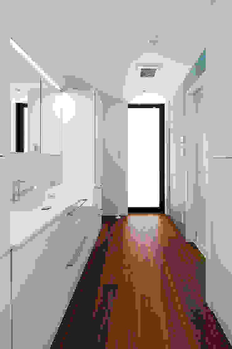 一級建築士事務所haus Baños de estilo moderno Madera Blanco