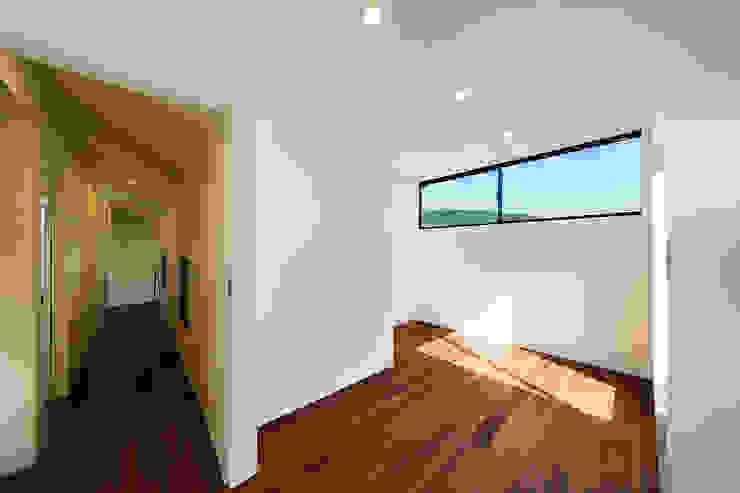 一級建築士事務所haus Dormitorios de estilo moderno Madera Blanco
