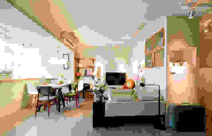 復古手感宅 现代客厅設計點子、靈感 & 圖片 根據 文儀室內裝修設計有限公司 現代風