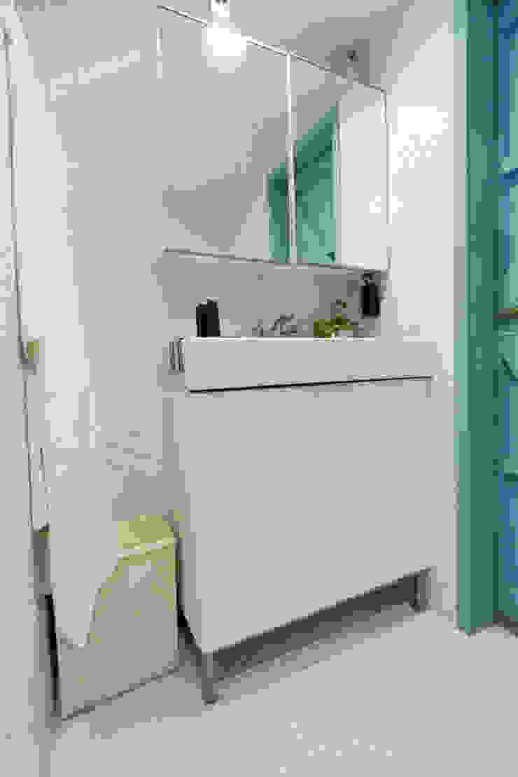 復古手感宅 現代浴室設計點子、靈感&圖片 根據 文儀室內裝修設計有限公司 現代風