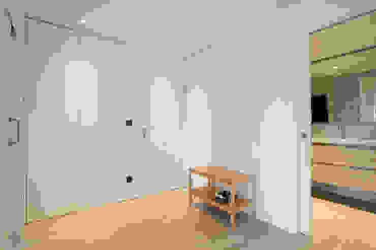Reforma de piso Pasillos, vestíbulos y escaleras de estilo escandinavo de Bocetto Interiorismo y Construcción Escandinavo