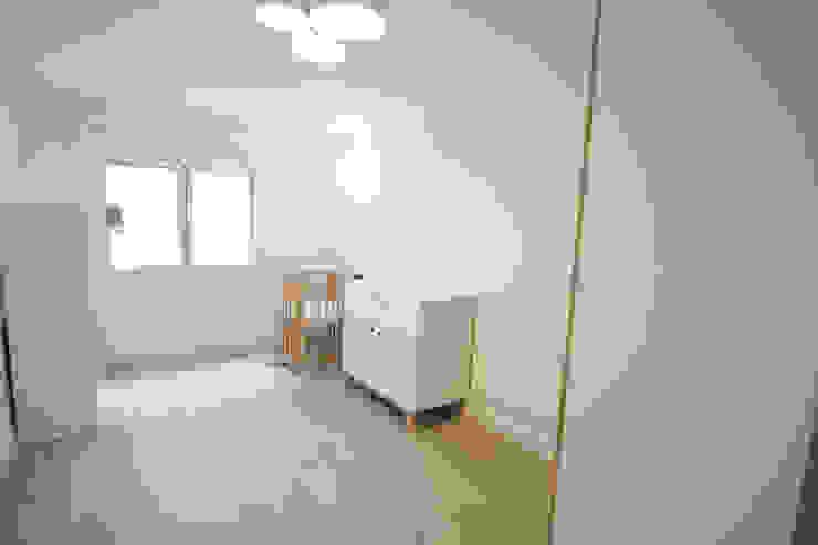 Reforma de piso Dormitorios infantiles de estilo escandinavo de Bocetto Interiorismo y Construcción Escandinavo