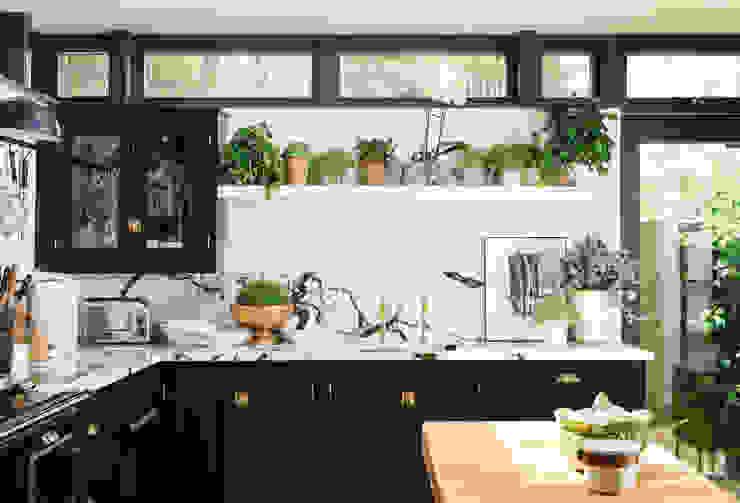 от deVOL Kitchens Эклектичный Твердая древесина Многоцветный