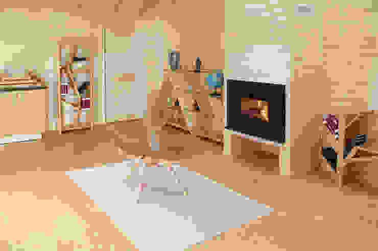 modern  by Hunikus, Modern Solid Wood Multicolored