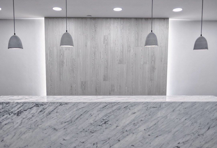 Commercial Design : modern  by The Realizes Co, Modern Marble