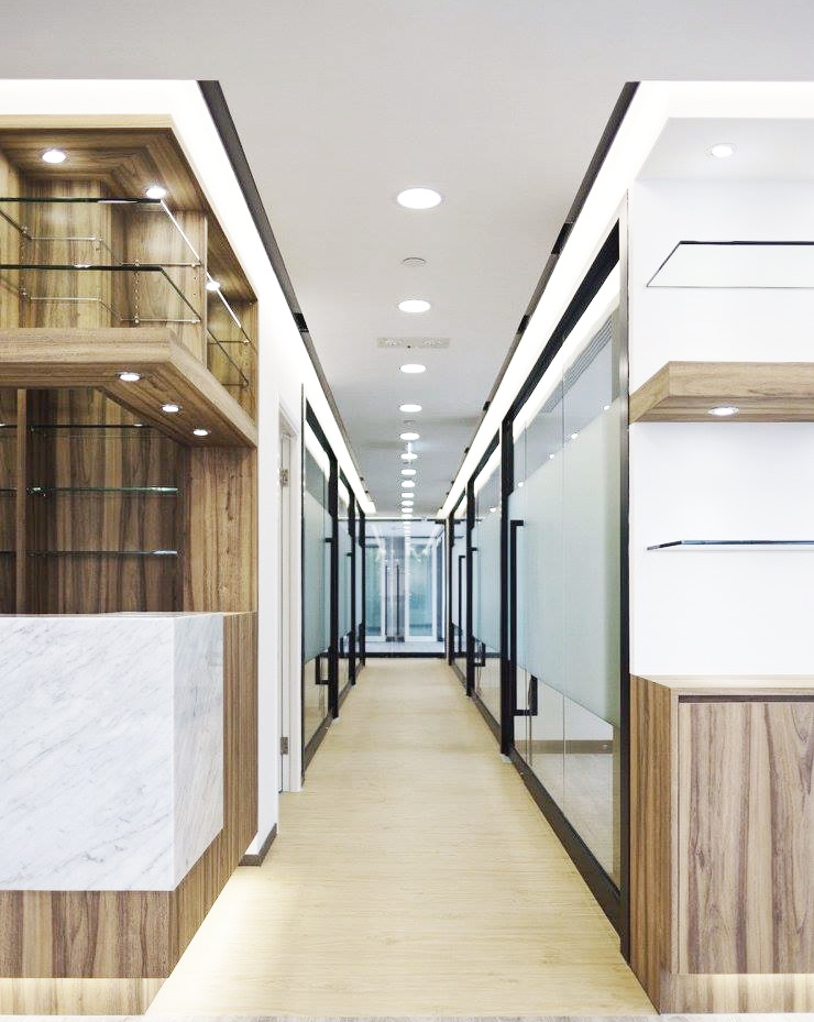 Beauty Centre: modern  by The Realizes Co, Modern Wood Wood effect