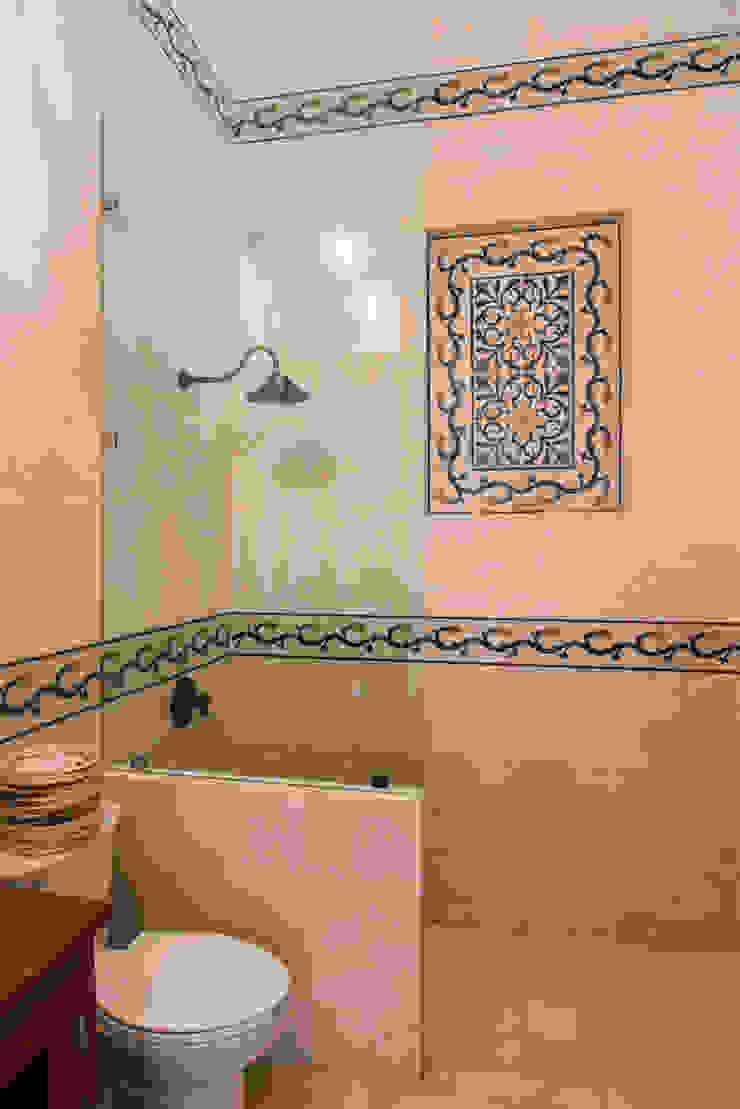 Colonial style bathroom by Taller Estilo Arquitectura Colonial