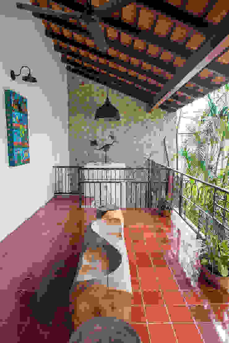 Colonial style balcony, veranda & terrace by Taller Estilo Arquitectura Colonial