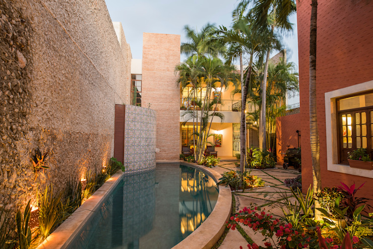 Colonial style pool by Taller Estilo Arquitectura Colonial