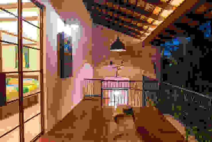 Balcones y terrazas de estilo colonial de Taller Estilo Arquitectura Colonial