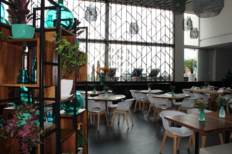 MONTAUDON INTERIORISMO Moderner Balkon, Veranda & Terrasse Türkis