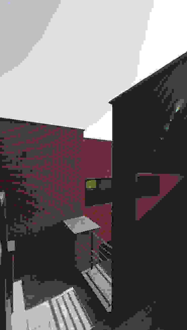 Casas modernas: Ideas, imágenes y decoración de 인문학적인집짓기 Moderno Ladrillos