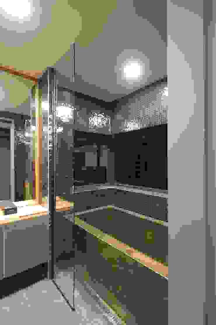 Modern bathroom by 인문학적인집짓기 Modern