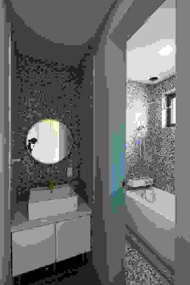 Salle de bain moderne par 인문학적인집짓기 Moderne