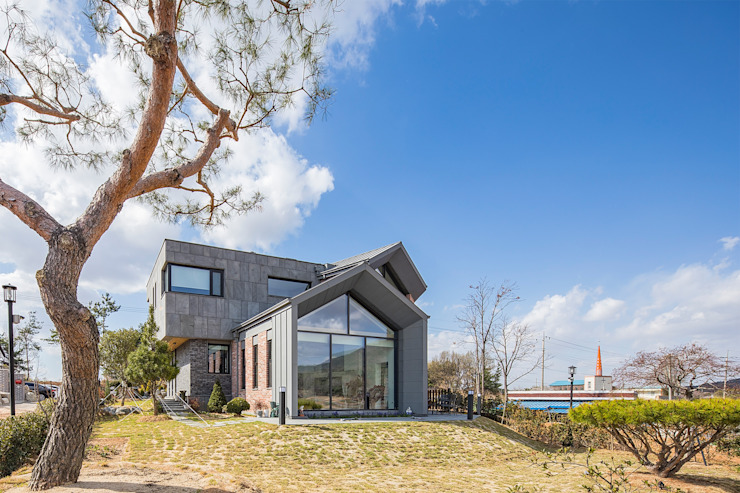 Country style house by 바이제로 Country