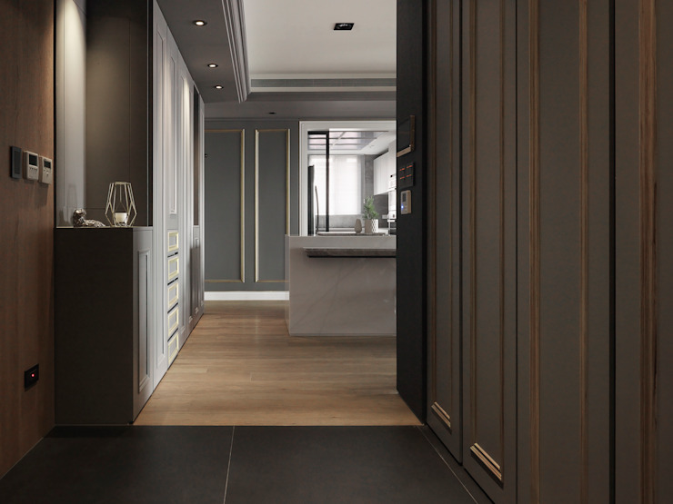 現代與古典的碰撞 經典風格的走廊,走廊和樓梯 根據 御見設計企業有限公司 古典風
