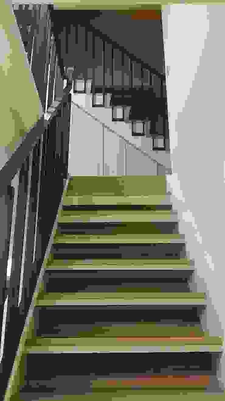 樓梯改造後: 斯堪的納維亞  by 懷謙建設有限公司, 北歐風