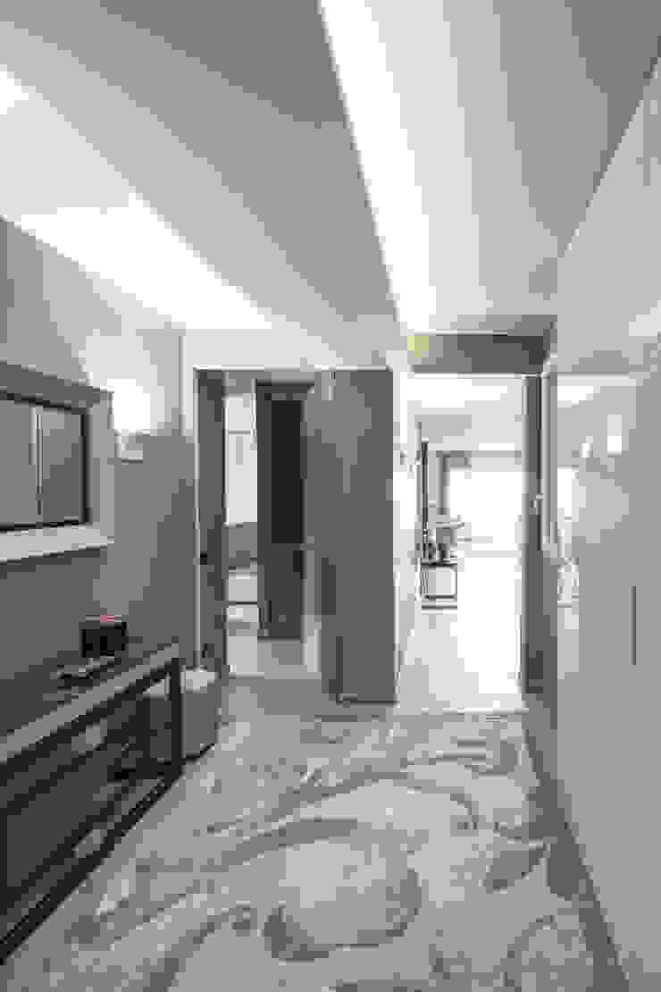 Hall Taty House Ingresso, Corridoio & Scale in stile moderno di studiodonizelli Moderno