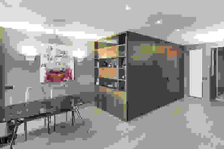 Wood Box contenitivo Sala da pranzo moderna di studiodonizelli Moderno