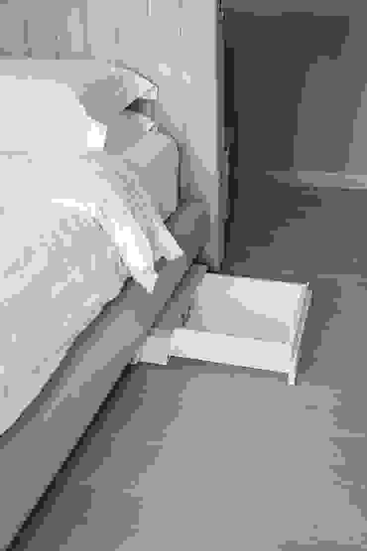 Letto Master room con doppio cassetto nascosto azionabile elettricamente di studiodonizelli Moderno Pelle Grigio