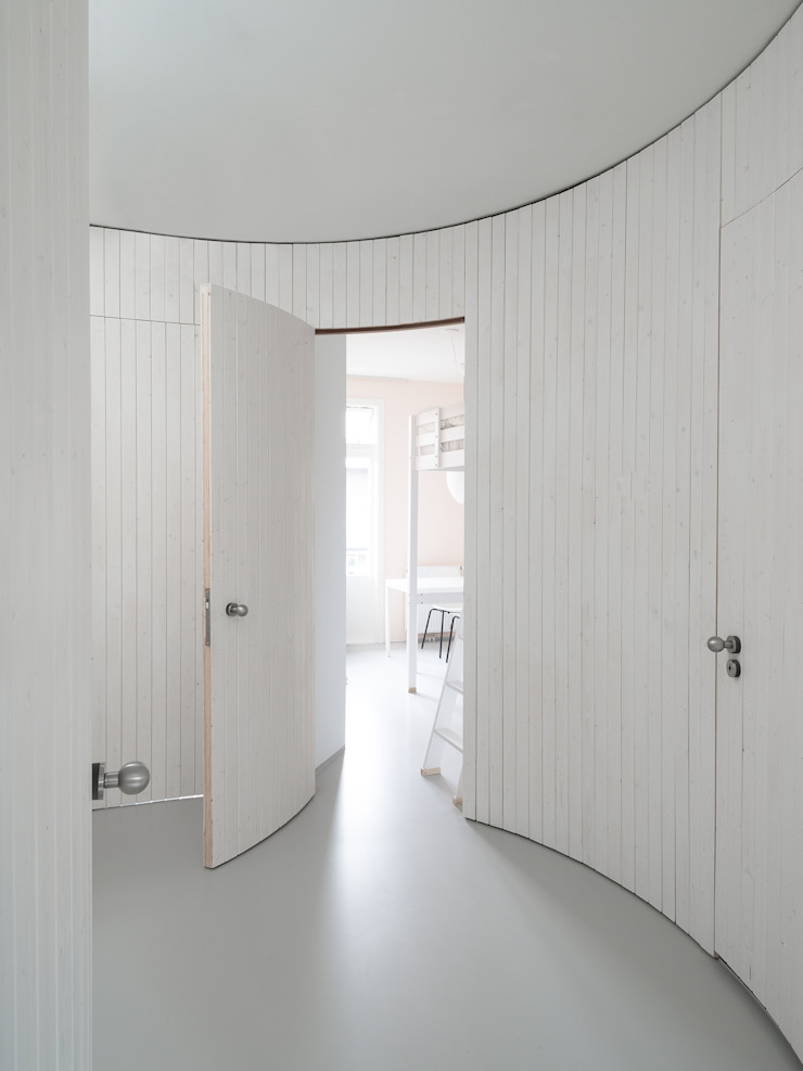 Modern Corridor, Hallway and Staircase by Unknown Architects Modern