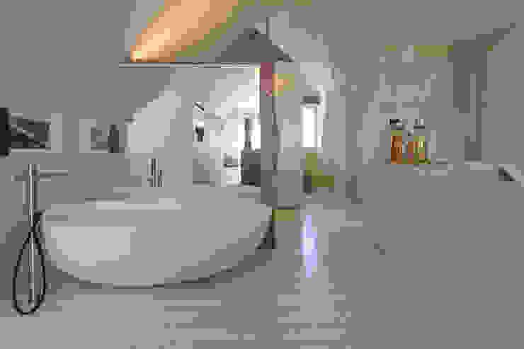 Projeto Arquitetura - Moradia na Granja MJARC Casas de banho modernas por MJARC - Arquitectos Associados, lda Moderno