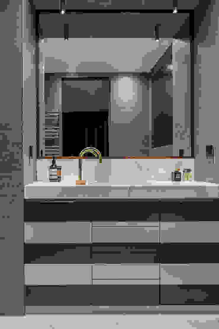 Fitzrovia Apartment - Master Bathroom Roselind Wilson Design Baños de estilo moderno