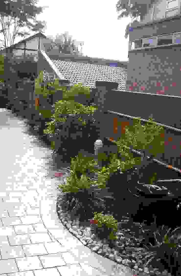 FRLJAK Asian style garden by Japanese Garden Concepts Asian