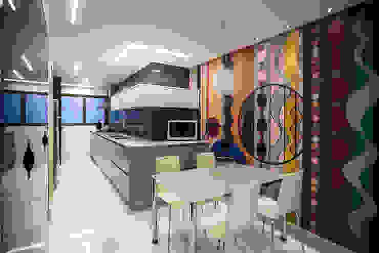 Cozinha Cozinhas modernas por Moblieren - RAUL AZEVEDO E ALVARO FRANÇA Moderno