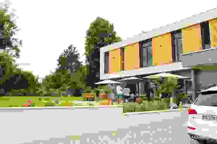 Vue de l'étage surplombant la terrasse par 3B Architecture Minimaliste Bois Effet bois