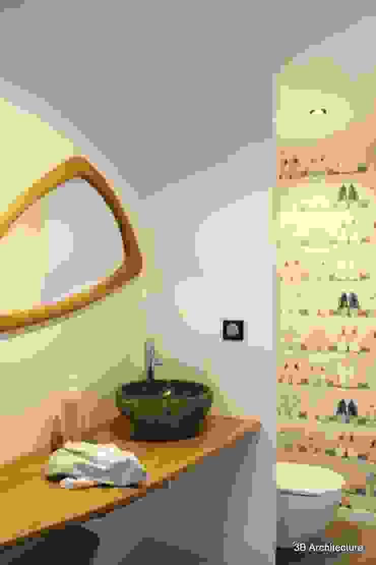 Le sanitaire et son lave main Salle de bain minimaliste par 3B Architecture Minimaliste