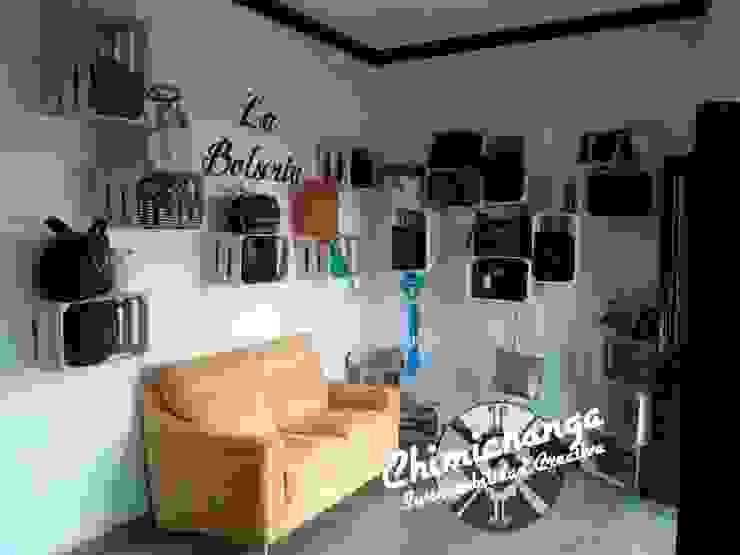 Repisas Huacales Paredes y pisos de estilo minimalista de Chimichanga Sustentabilidad Creativa Minimalista