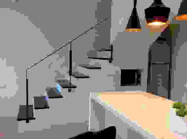 樓梯&下方收納: 斯堪的納維亞  by 懷謙建設有限公司, 北歐風