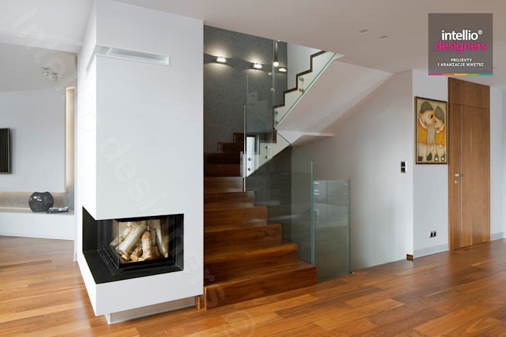 Wnętrza domu na Podhalu zaprojektowane przez Intellio designers od Intellio designers Nowoczesny