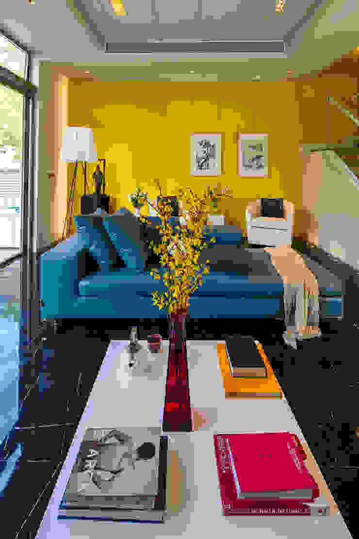 villa green: modern  by wayne corp, Modern
