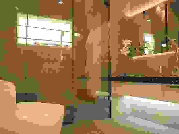 Bathroom by Yucas Design & Build Sdn. Bhd.