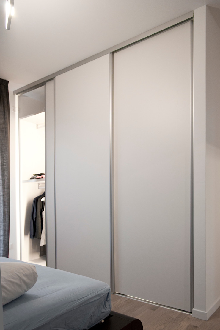 Margherita Mattiussi architetto BedroomWardrobes & closets Kayu White