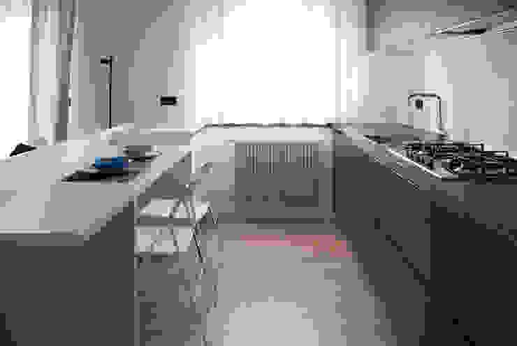 Margherita Mattiussi architetto Dapur Modern Grey