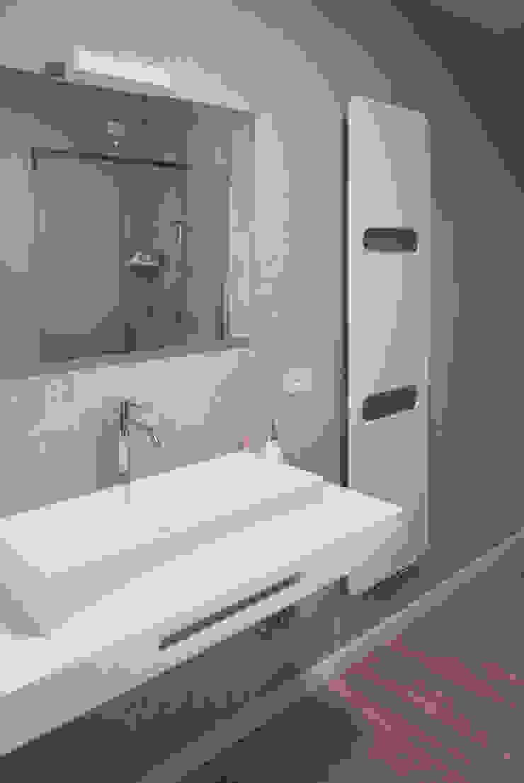 Il bagno e i suoi dettagli Bagno moderno di Margherita Mattiussi architetto Moderno