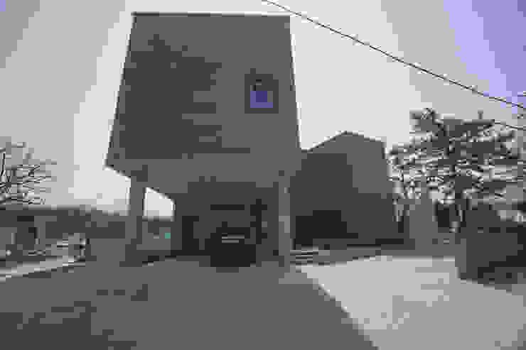건물 외경 모던스타일 주택 by 인우건축사사무소 모던 타일