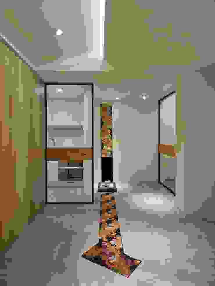 Centros de exposiciones de estilo minimalista de 墐桐空間美學 Minimalista