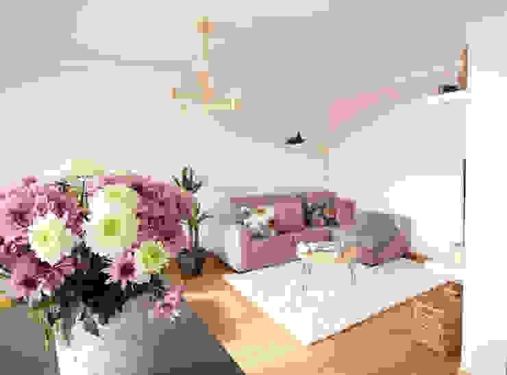 Sala de estar vista da ilha Rima Design Salas de estar escandinavas