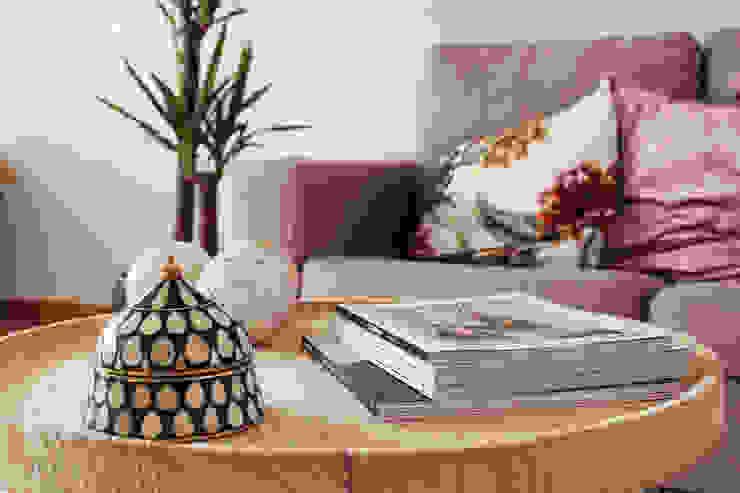 Detalhes da sala de estar por Rima Design Escandinavo
