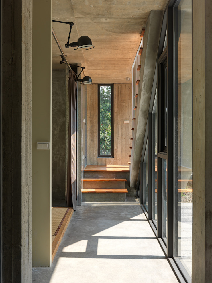 Modern corridor, hallway & stairs by 形構設計 Morpho-Design Modern