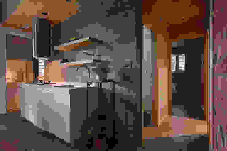拼貼旅居 工業風的玄關、走廊與階梯 根據 御見設計企業有限公司 工業風