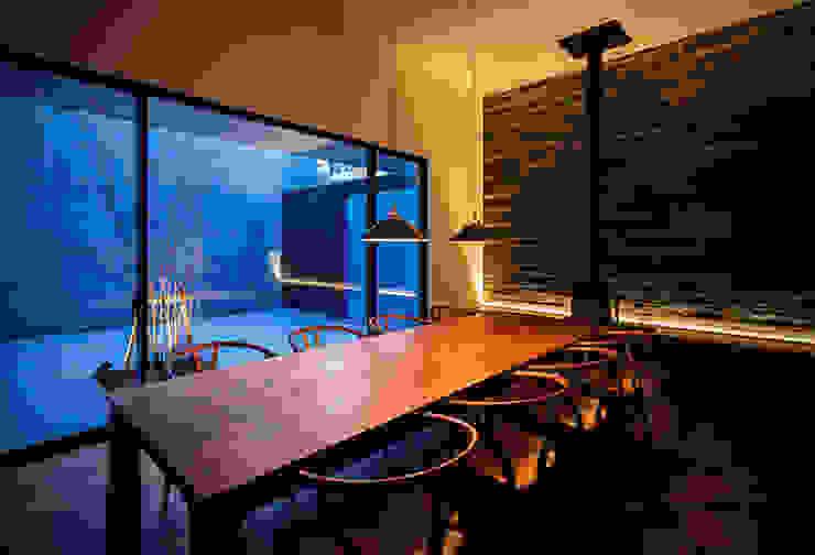 ダイニングテーブル モダンデザインの ダイニング の 白坂 悟デザイン事務所 モダン 木 木目調